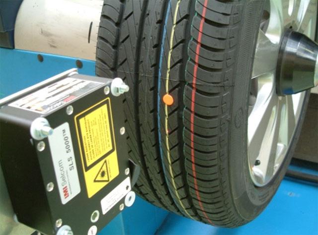 Tyre_runout_machine.jpg